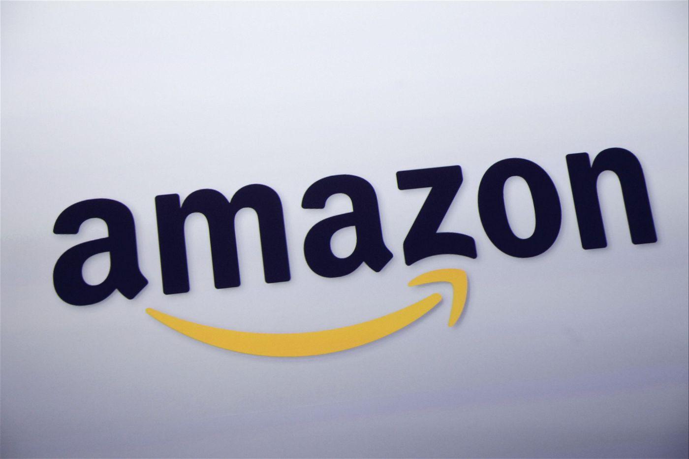 Amazon, der US-Konzern ist das wertvollste Unternehmen der Welt. Er hat das System der Internetbewertungen groß gemacht. Heute kämpft er gegen gefälschte Bewertungen - mit durchwachsenem Erfolg.