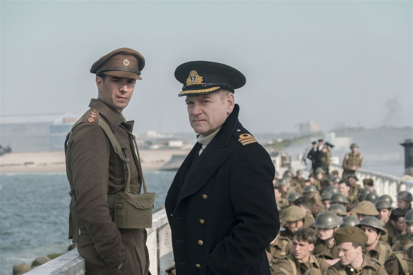 Colonel Winnant (James D'Arcy, l.); Commander Bolton (Kenneth Branagh, r.)