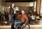 Irene Russmeyer (Fanny Krausz) und Peter Palfinger (Florian Teichtmeister) statten dem Orchester einen Besuch ab.
