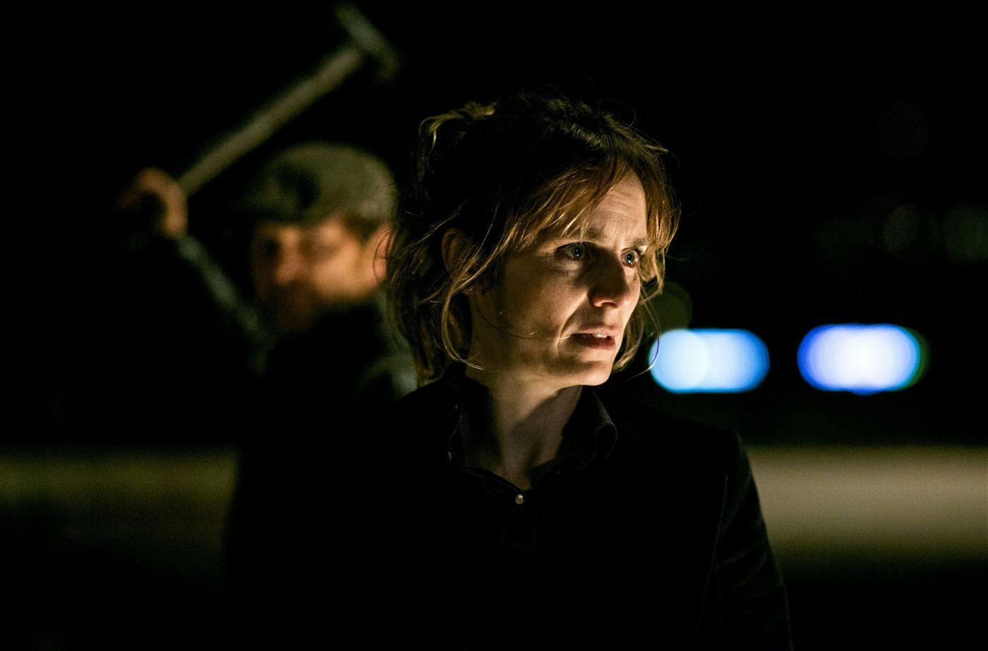 In tödlicher Gefahr: Kommissarin Isabelle Grandjean (Anna Pieri Zürcher) wird von Andras Lakatos (Levente Molnar) bedroht