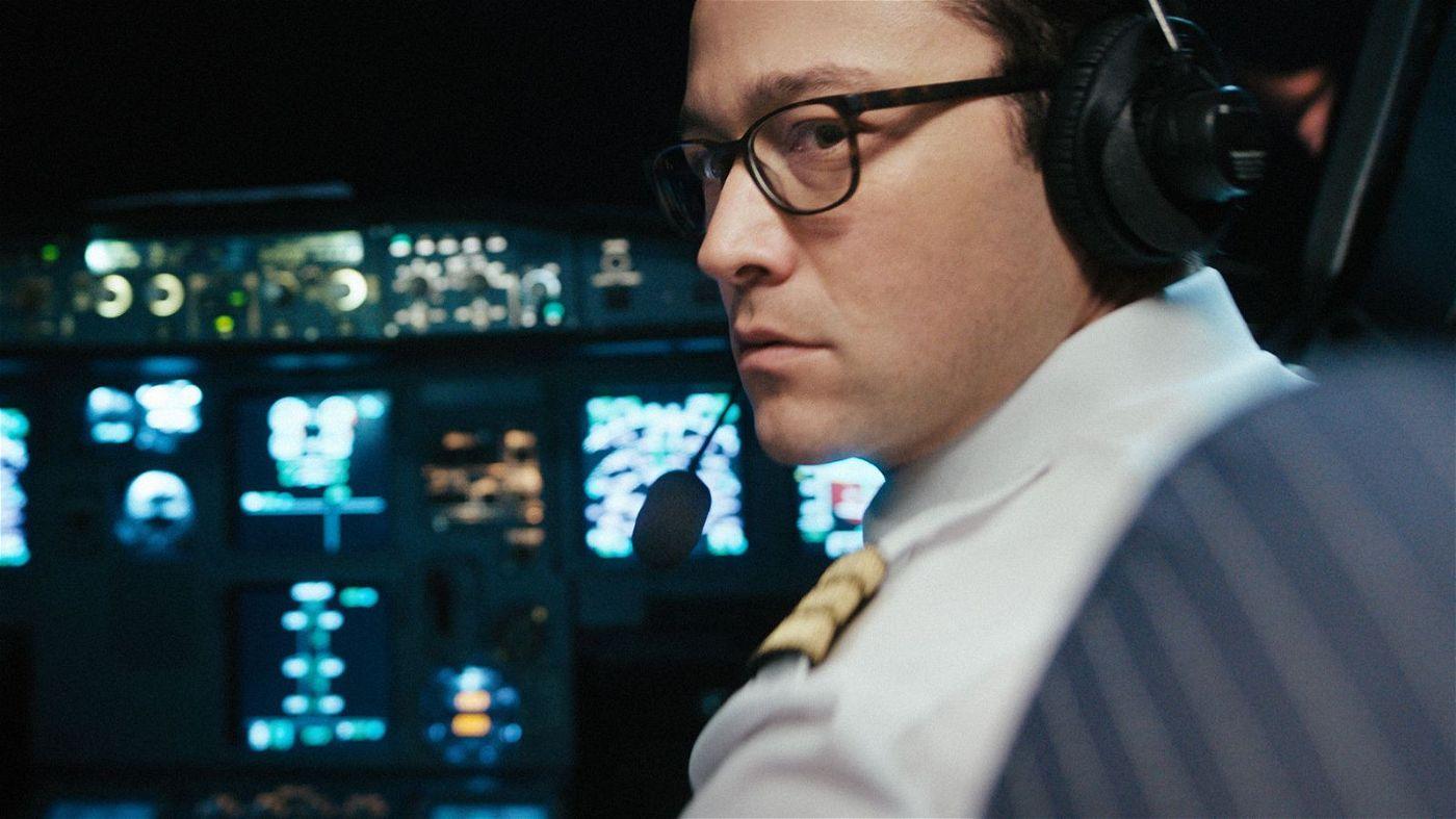 Noch hat der US-amerikanische Kopilot Tobias Ellis (Jospeh Gordon-Levitt), der mit seinem deutschen Kollegen eine Passagiermaschine von Berlin nach Paris fliegen soll, alles im Griff.
