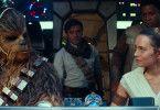 Alte und neue Helden, wieder vereint: Chewbacca (Joonas Suotamo), Poe (Oscar Isaac), Rey (Daisy Ridley) und Finn (John Boyega) brechen gemeinsam im Millennium Falken zum letzten Abenteuer auf.