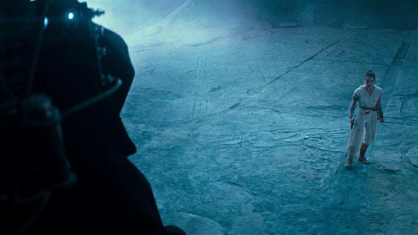 Rey (Daisy Ridley) muss sich dem Imperator stellen.
