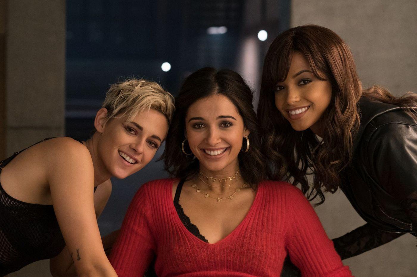 Sabina (Kristen Stewart), Elena (Naomi Scott) und Jane (Ella Balinska, von links) werden im Laufe des Falls zu einem eingeschworenen Team.