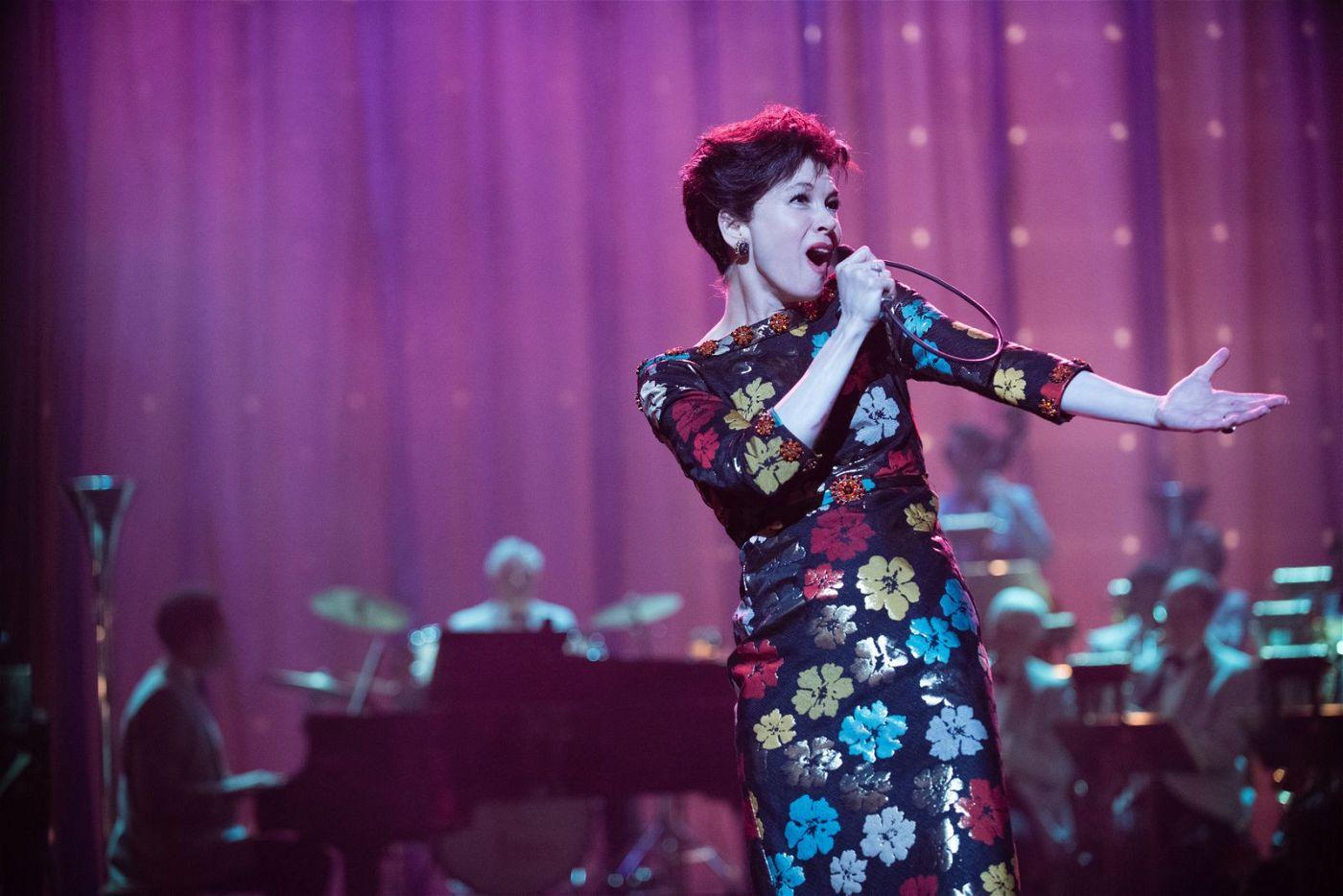 Egal, wie sehr ihr das Leben zusetzt: Auf der Bühne gibt Judy Garland (Renée Zellweger) alles.