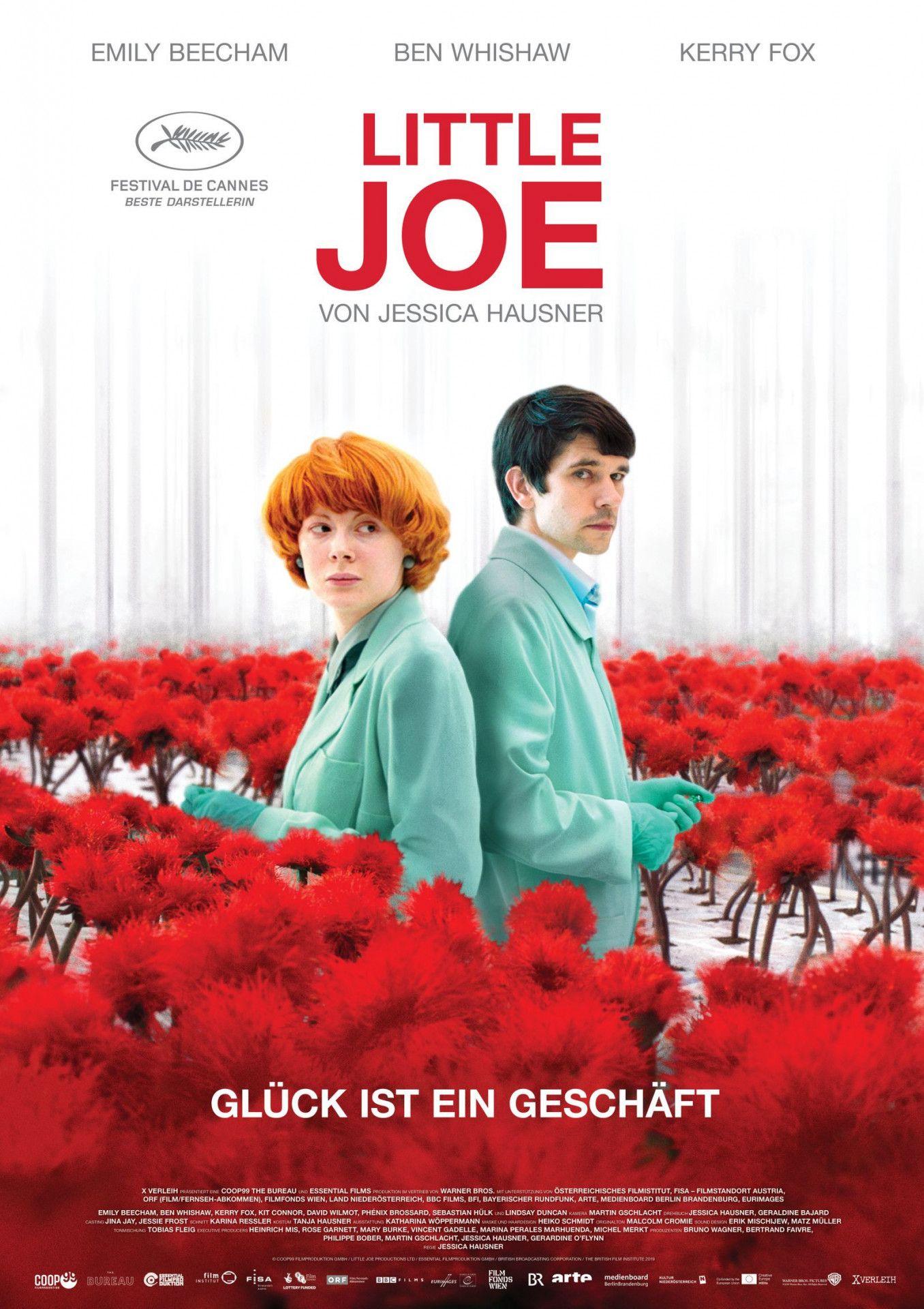 """Das Rot der Pflanzen sollte eigentlich eine Warnung sein. Doch in """"Little Joe - Glück ist ein Geschäft"""" tüfteln zwei Wissenschaftler trotzdem weiter an einer Blume, die die Menschen verrückt macht."""