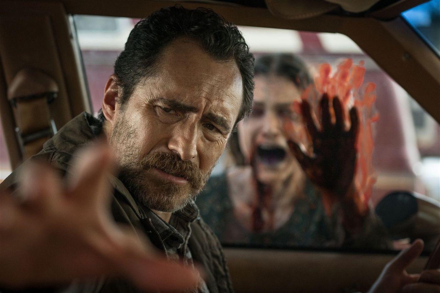 Detective Goodman (Demián Bichir) begegnet dem Geist der verstorbenen Fiona Landers (Tara Westwood).