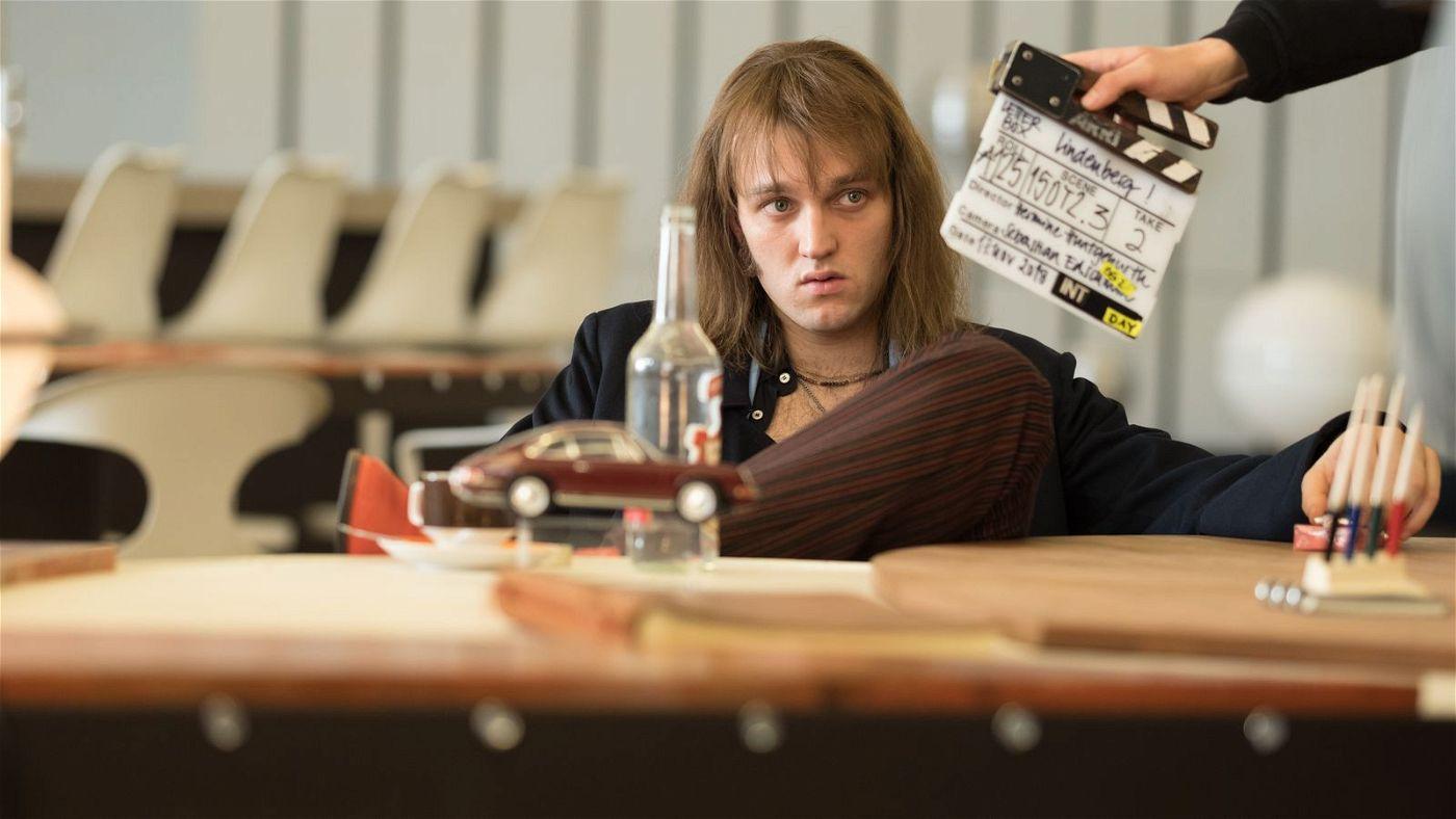 Jan Bülow, der die Lieder für den Film alle selbst eingesungen hat, spielt Lindenberg mit überzeugender Eigenständigkeit.