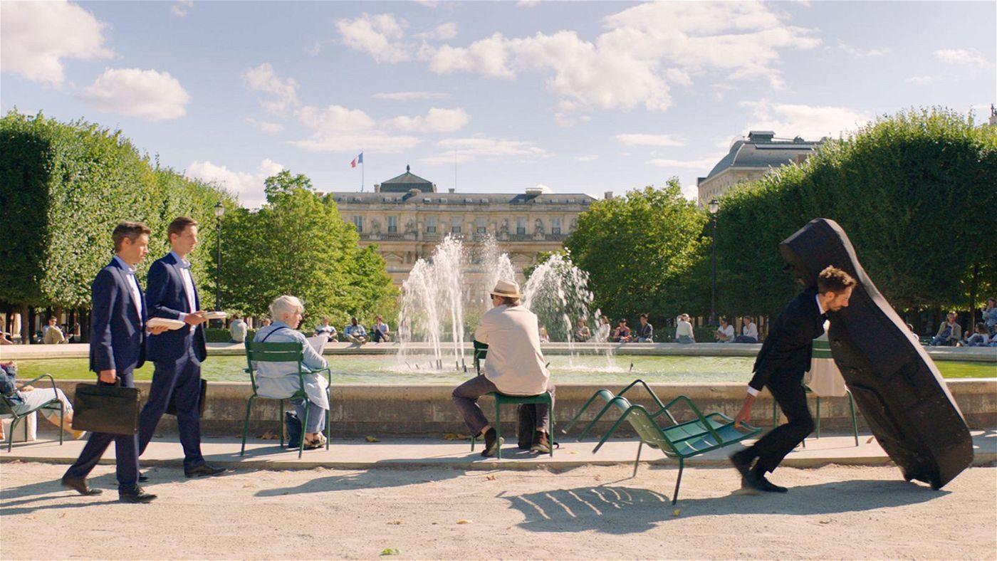 Elia Suleiman zeigt in einem Pariser Park die Absurditäten eines Alltags voller Egoismen.