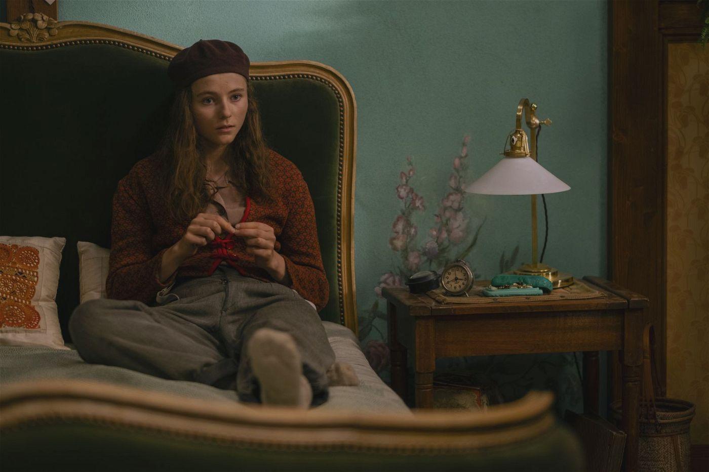 Verzweifelt hofft Elsa (Thomasin McKenzie), ihr Versteck bald verlassen zu können.