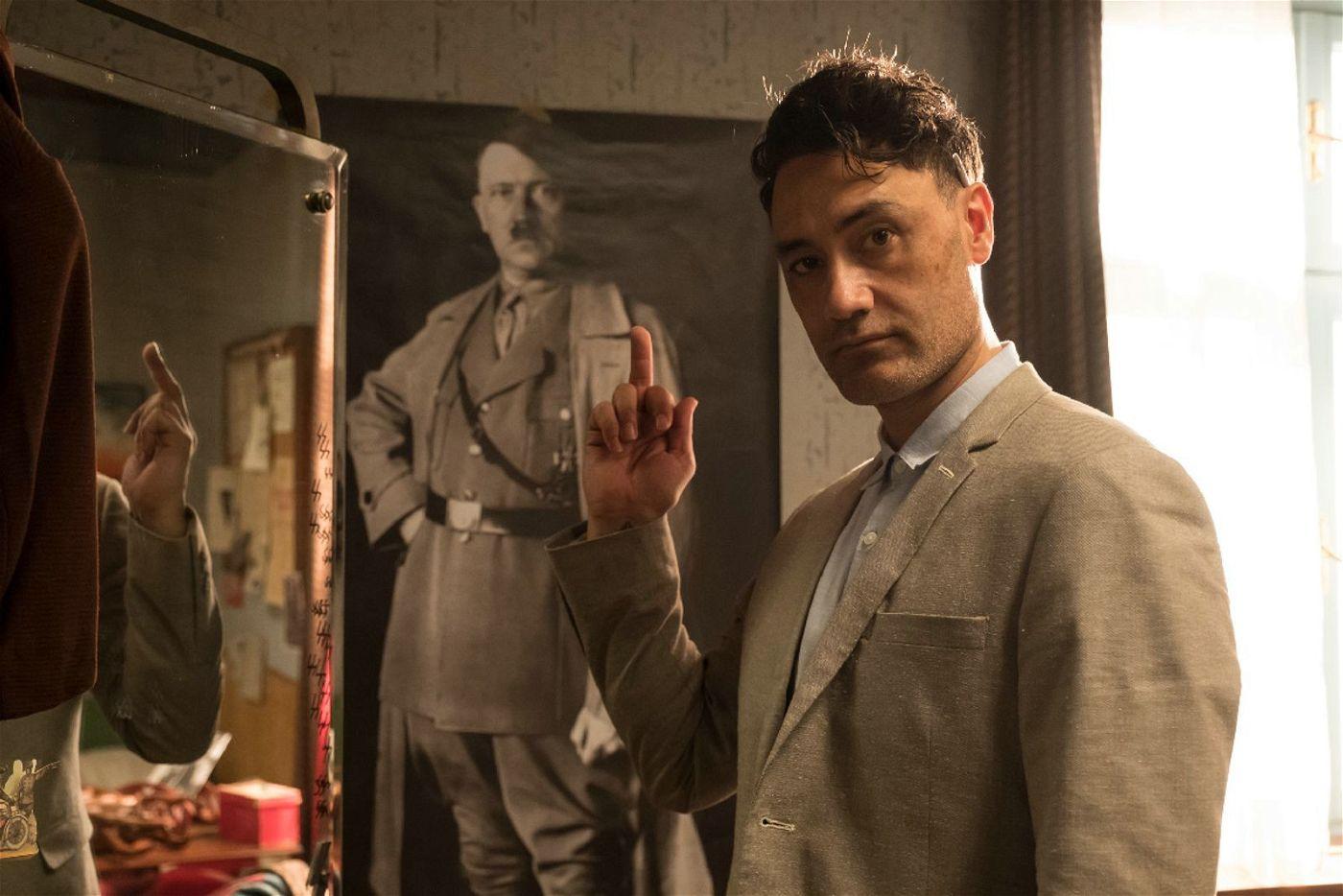 """Taika Waititi führte Regie bei """"Jojo Rabbit"""" und spielte die Hauptrolle des Adolf Hitler."""