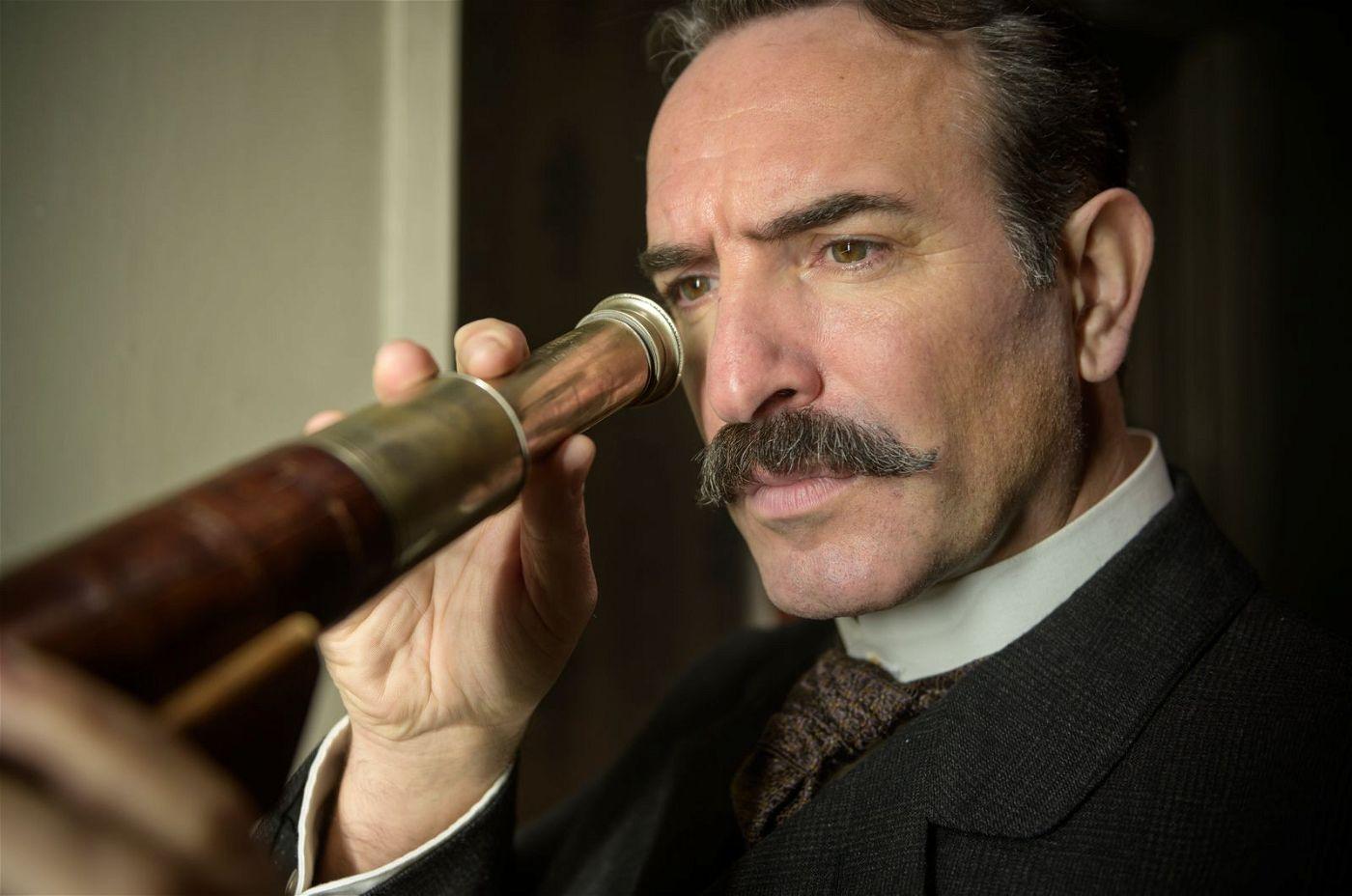 Oberstleutnant Marie-Georges Picquart (Jean Dujardin) macht sich mit detektivischem Eifer an die Arbeit.