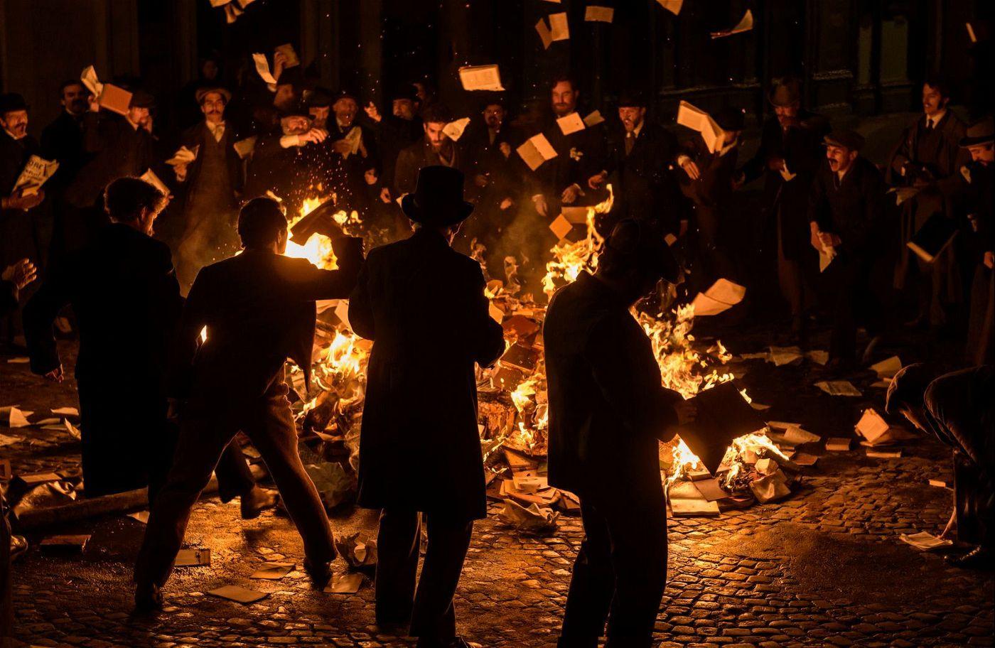 Im Zuge der Dreyfus-Affäre kommt es in Paris zu Ausschreitungen.