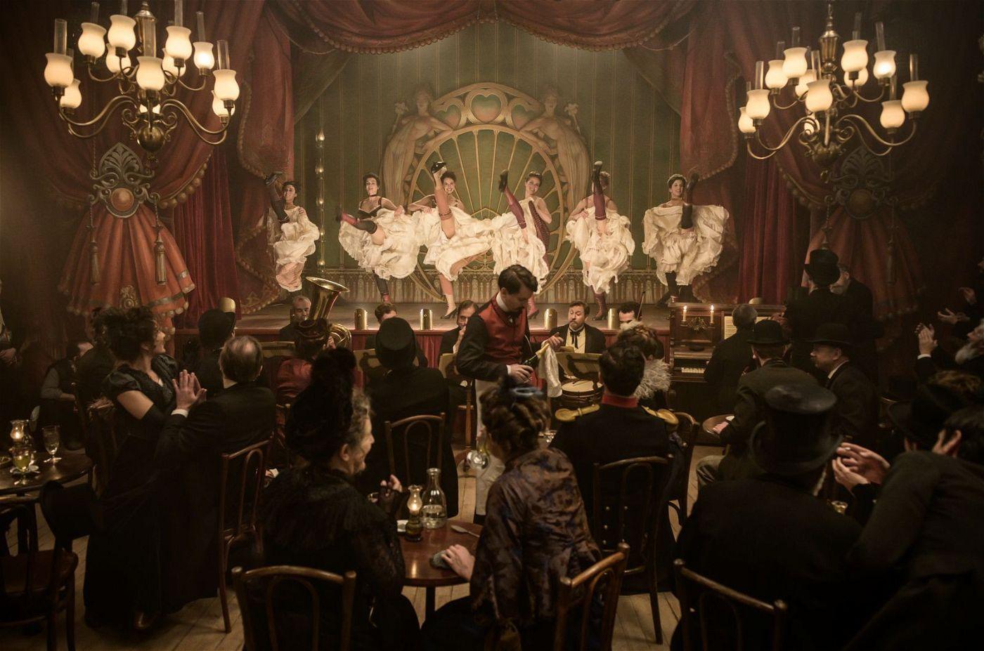 In den Pariser Nachtclubs der Jahrhundertwende tobt das Leben - und das Laster.
