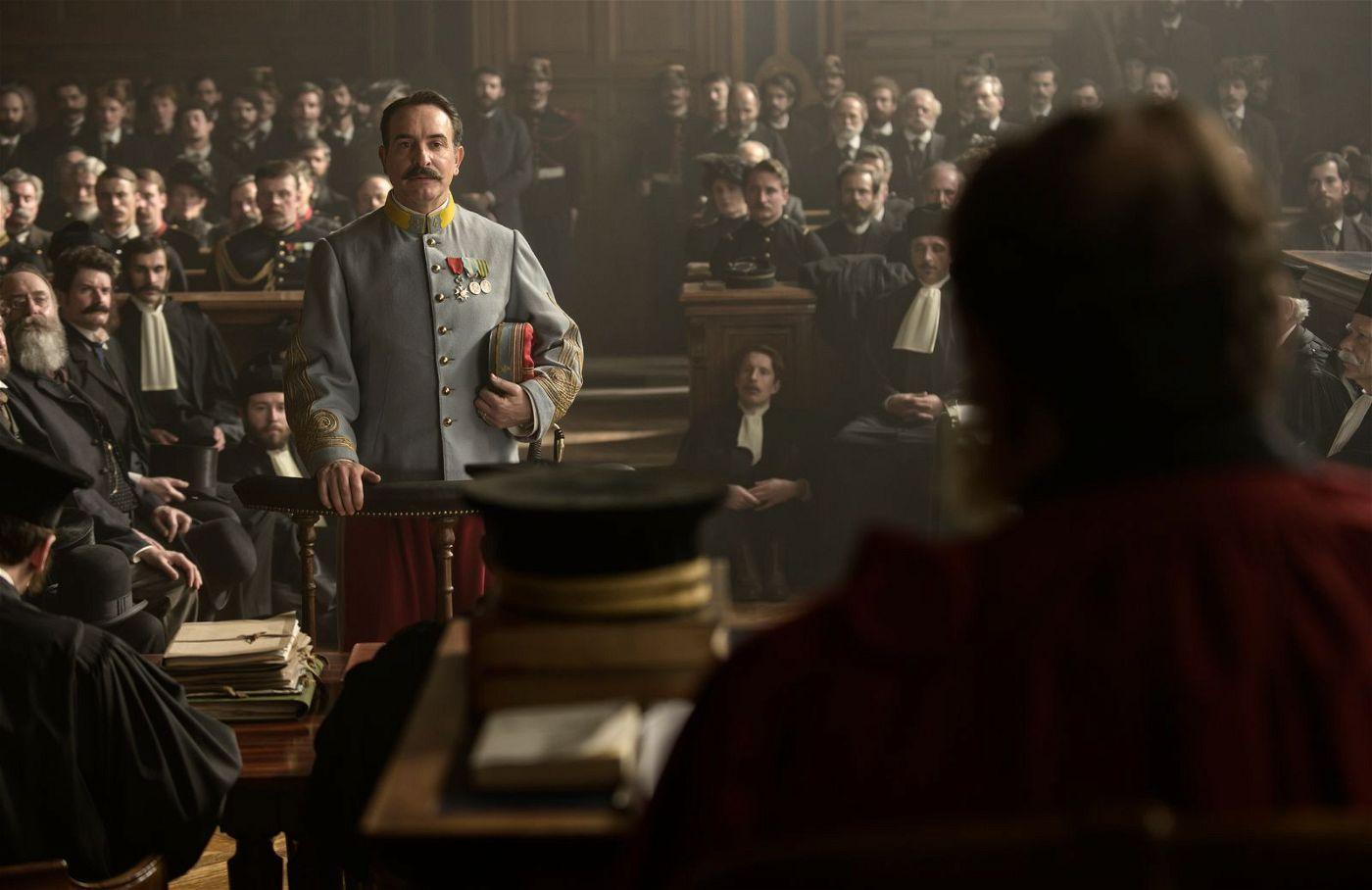 Picquart (Jean Dujardin) wird vor Gericht angehört.