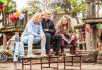 Was haben sie sich nur eingebrockt: Karin (Maren Kroymann, links), Gerhard (Heiner Lauterbach) und Philippa (Barbara Sukowa) stoßen mit ihren Patenenkeln an persönliche Grenzen.