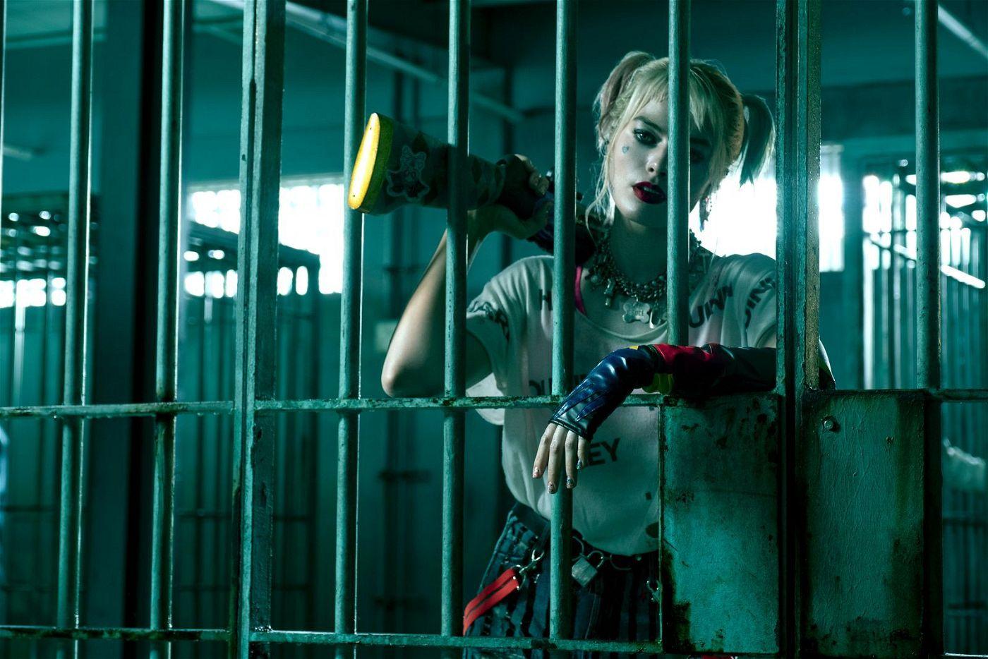 Harley Quinn (Margot Robbie) ballert und schlägt sich durch Gotham City.