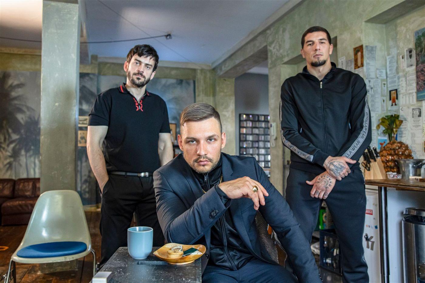 Die Ganoven um Sorokin (Mark Filatov, Mitte) kennen kein Erbarmen.