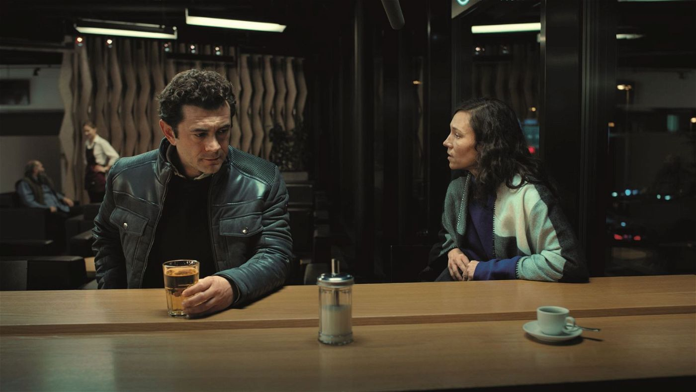 Suter (Vinicio Marchioni) und Anna (Sabine Timoteo) ringen um ihren Platz im Leben.