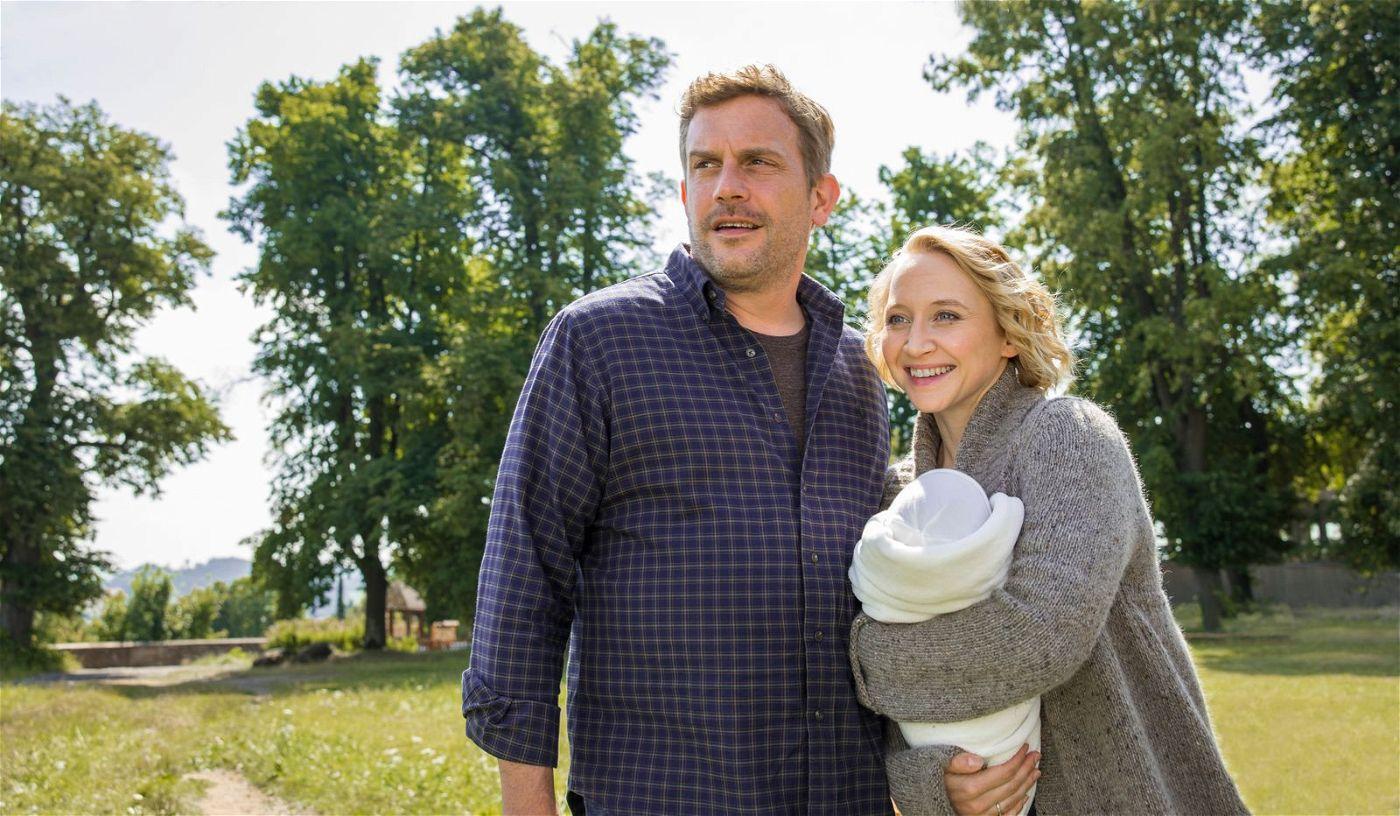 Andreas (Sebastian Bezzel) und seine Frau Sandra (Anna Maria Mühe) trauen ihren Augen kaum: Erscheint da wirklich Lassie am Horizont?