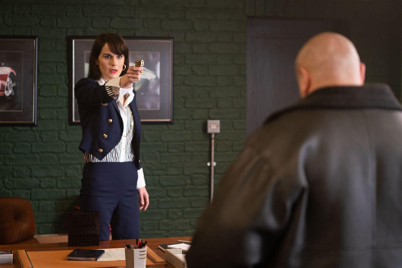 Mickeys Frau Rosalind (Michelle Dockery) ist mindestens so tough wie ihr Mann.