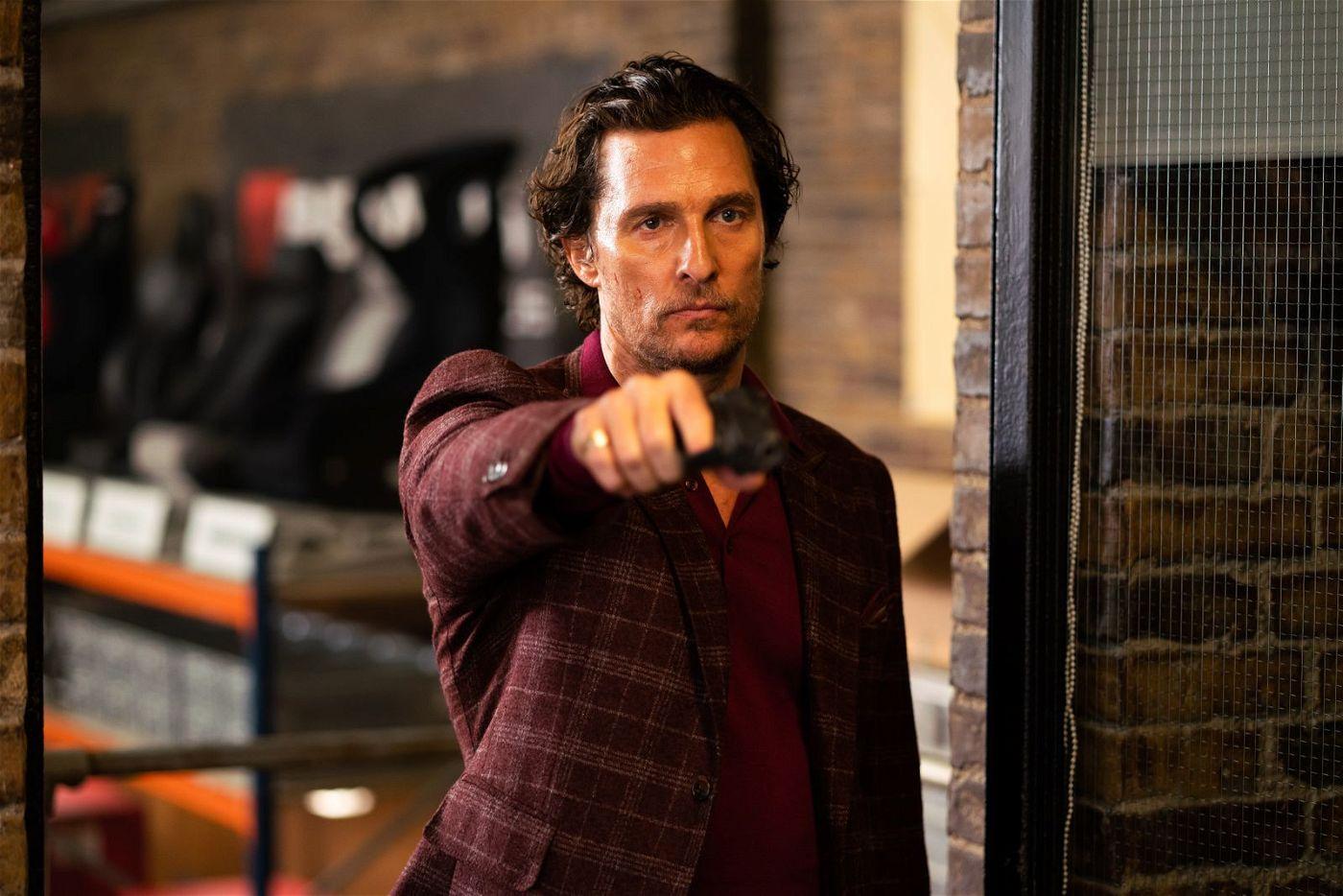 Drogenboss Mickey Pearson (Matthew McConaughey) will sich aus dem schmutzigen Geschäft zurückziehen. Vorher will er freilich noch ein bisschen Geld verdienen ...