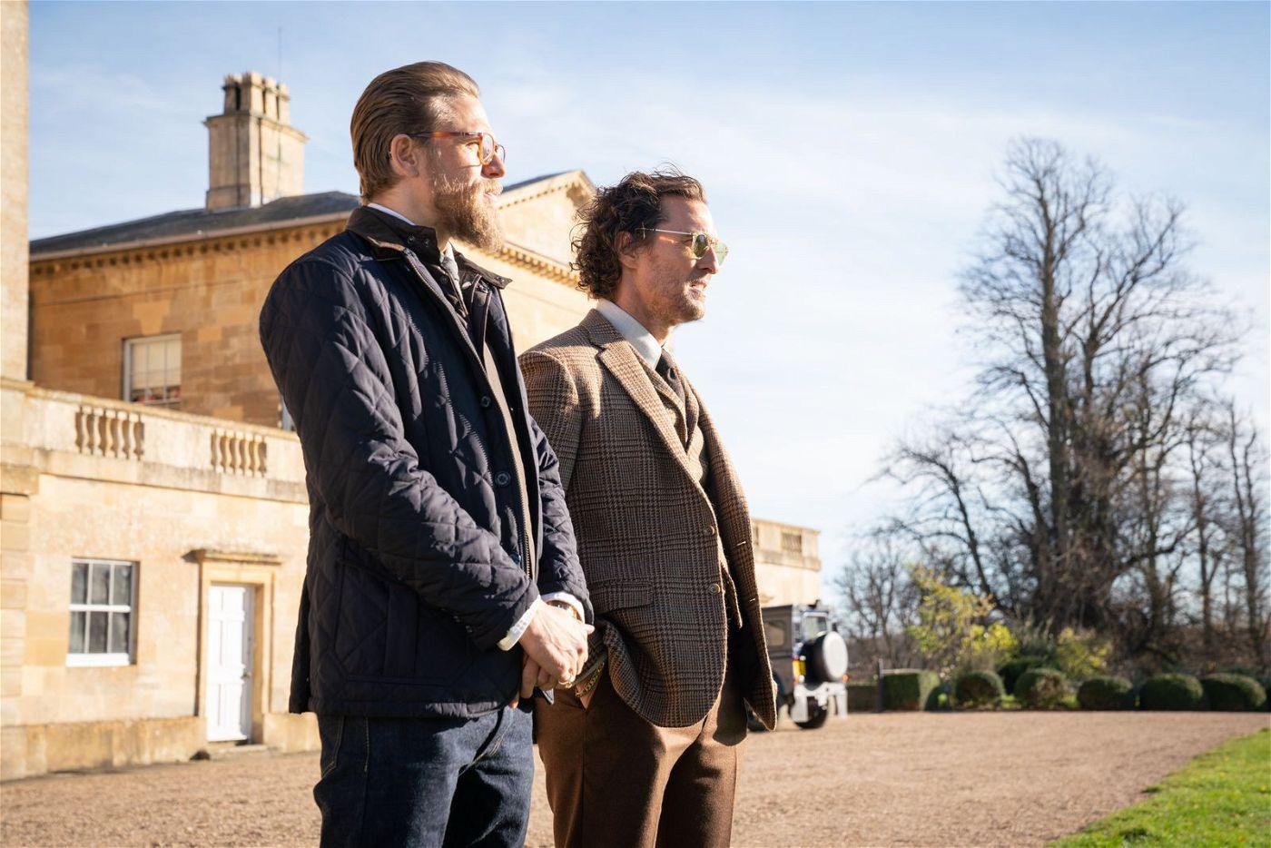 Ray (Charlie Hunnam, links) und Mickey (Matthew McConaughey) haben mit Drogenhandel ein Vermögen verdient.