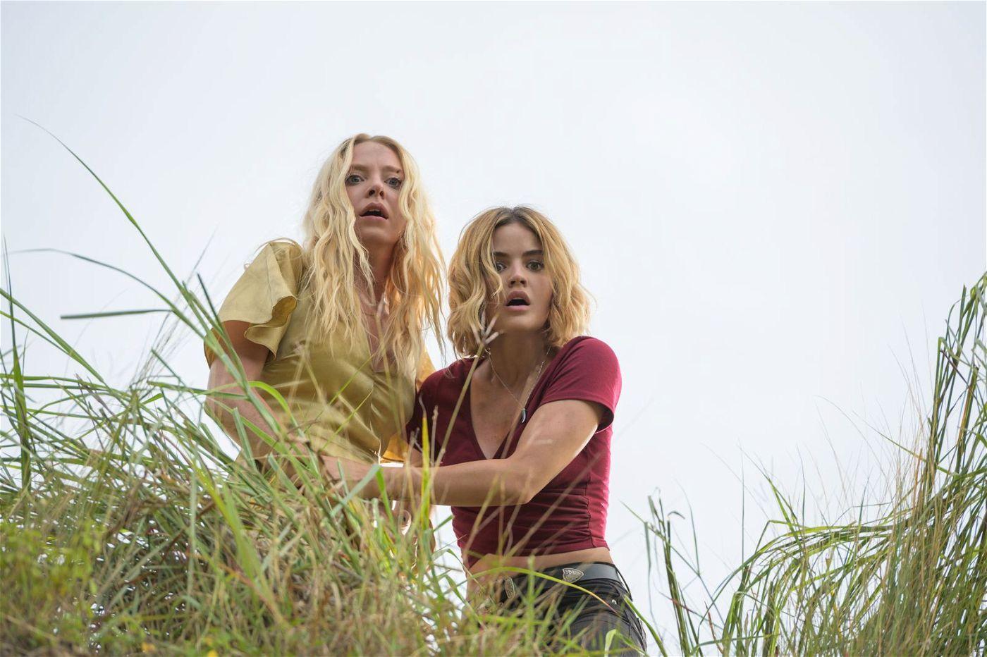 Eigentlich wollte sich Melanie (Lucy Hale, rechts) an Sloane (Portia Doubelday) rächen. Nun aber sind beide Frauen in Gefahr.