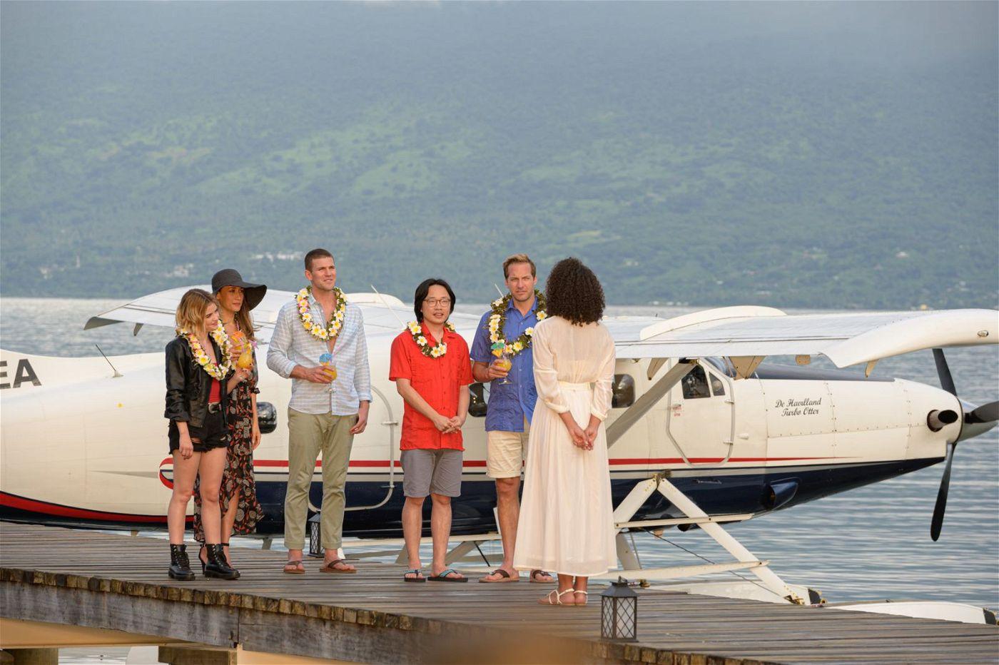 Willkommen im Paradies! Die Reisegruppe erreicht nach einem Flug im Privatjet das abgelegene Resort.
