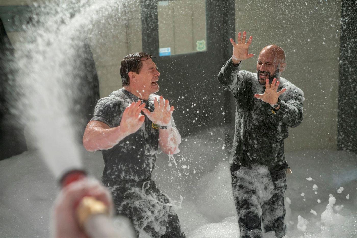 Was für ein Chaos: Jake (John Cena, links) und Mark (Keegan-Michael Key) können nicht fassen, was die Kinder auf ihrer Feuerwache anrichten.