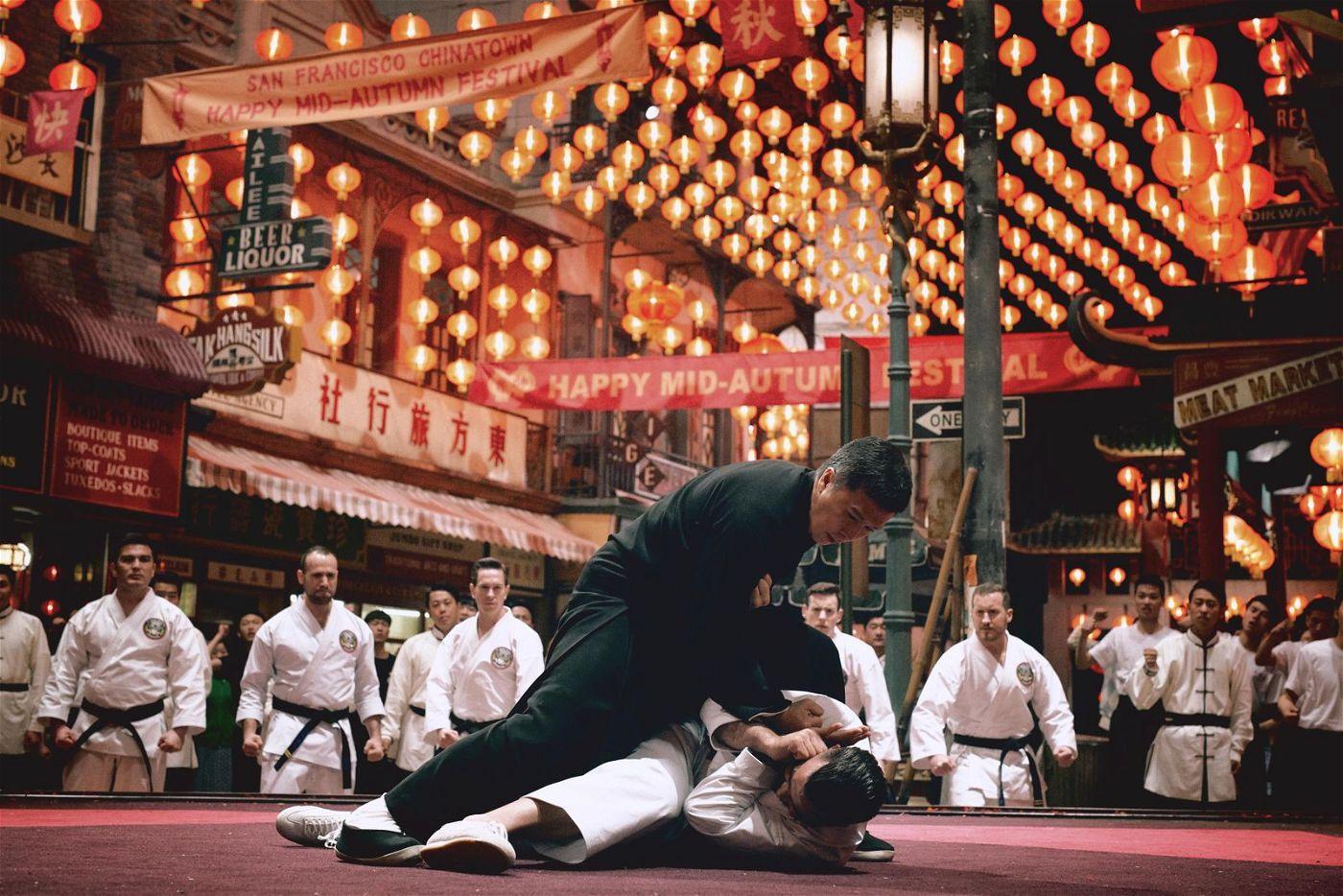 Wan Zong-hua (Wu Yue, links) will die Überlegenheit der chinesischen Kampfkunst demonstrieren.