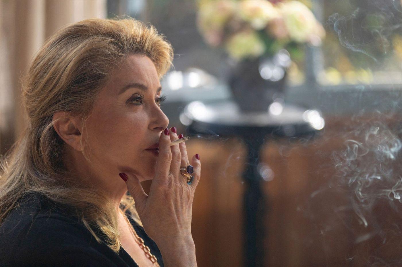 Fabienne (Catherine Deneuve) muss sich ihrer eigenen Vergangenheit stellen.