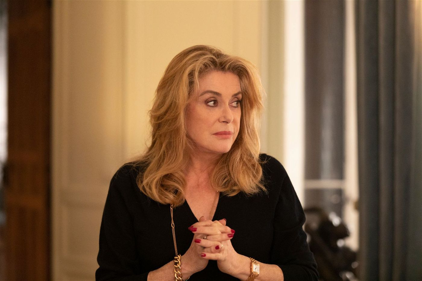 Fabienne (Catherine Deneuve) ist eine gefeierte Schauspielerin, kämpft privat allerdings mit vielen Problemen.