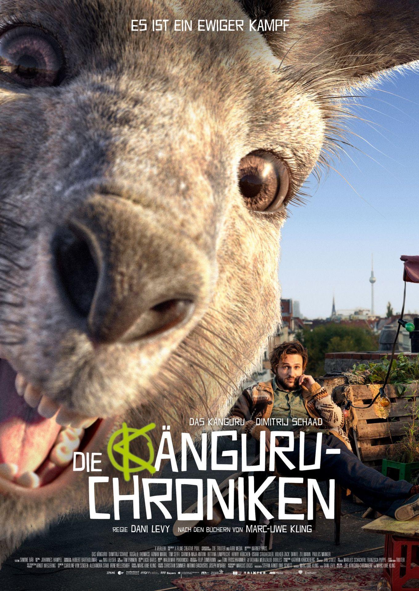 Das Känguru wurde in den Büchern zur Kultfigur. Im Kinofilm versucht es gemeinsam mit seinem besten Freund, dem trägen Kleinkünstler Marc Uwe, einen skrupellosen Immobilienhai aufzuhalten.