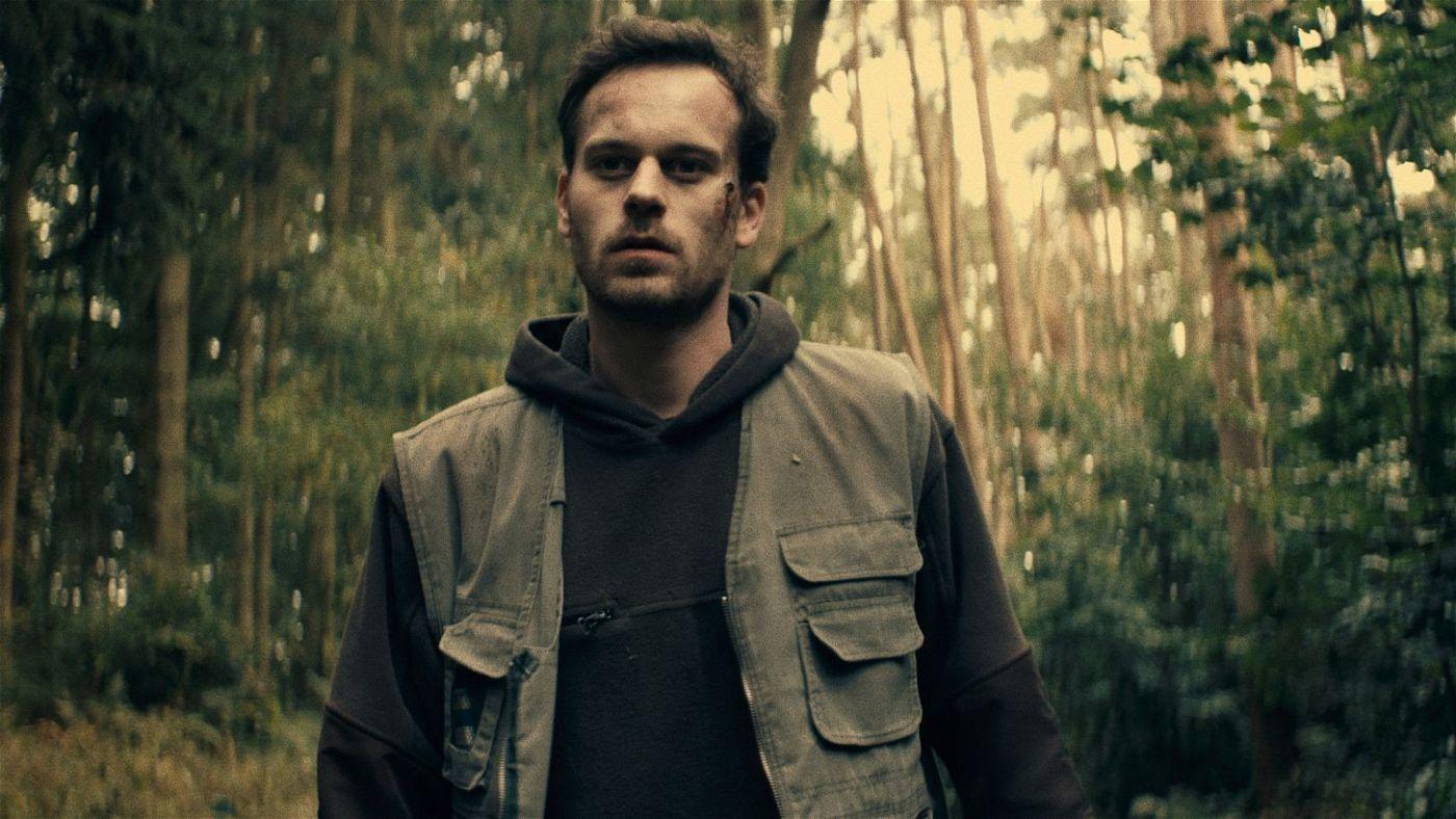 Beim Angelausflug mit seinem einst besten Freund wird Martin (Florian Bartholomäi) klar, in welcher Gefahr er sich befindet.