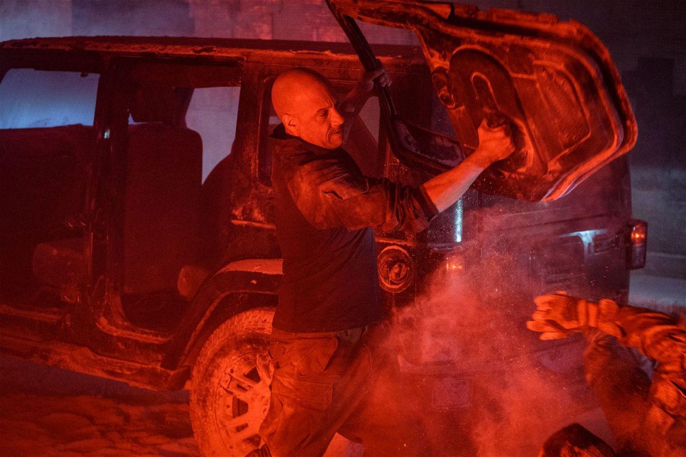 Um den Mörder seiner Frau zu finden, ist Ray Garrison alias Bloodshot (Vin Diesel) jedes Mittel recht.