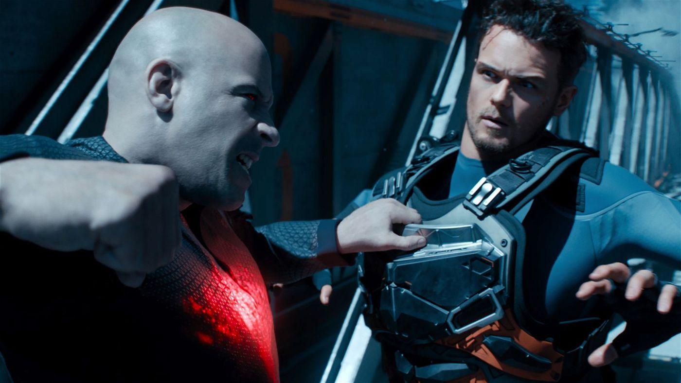 Trotz Hightech verlässt sich Bloodshot (Vin Diesel, links) auf Altbewährtes - und schlägt munter drauf los. Jimmy Dalton (Sam Heughan) bekommt's zu spüren.