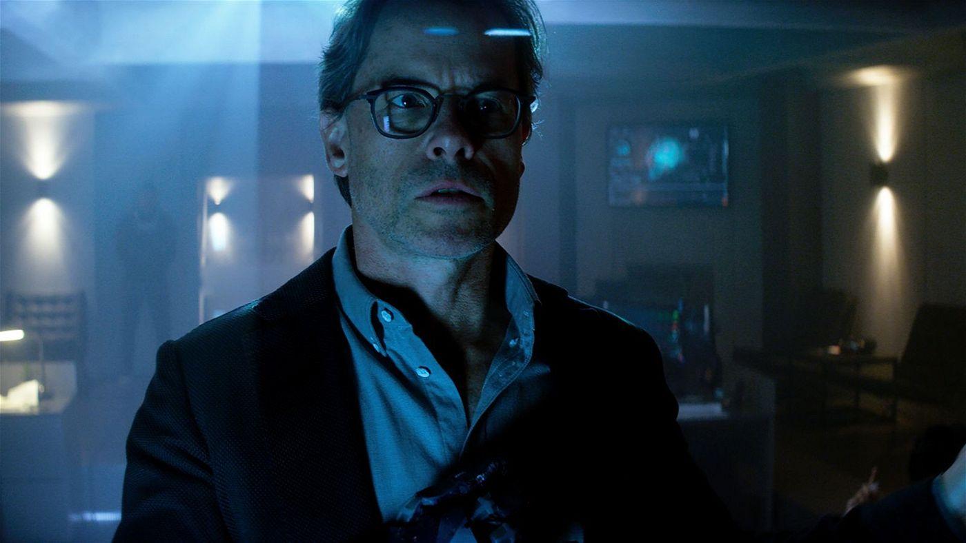 Dr. Emil Harting (Guy Pearce) steckt hinter einem dubiosen Projekt, das Tote wiederauferstehen lassen kann.
