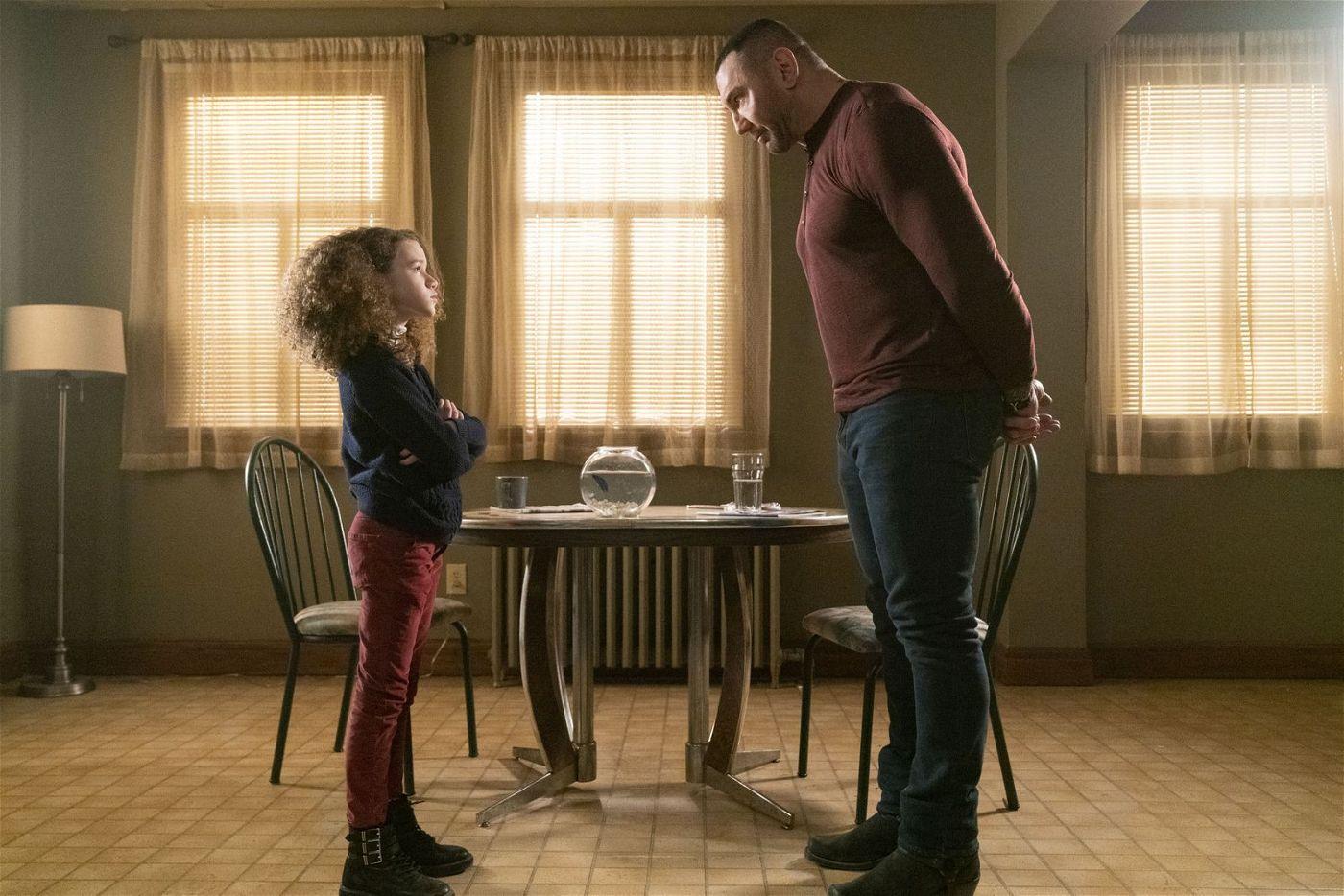 Sophie (Chloe Coleman) und JJ (Dave Bautista) sind nicht immer einer Meinung.