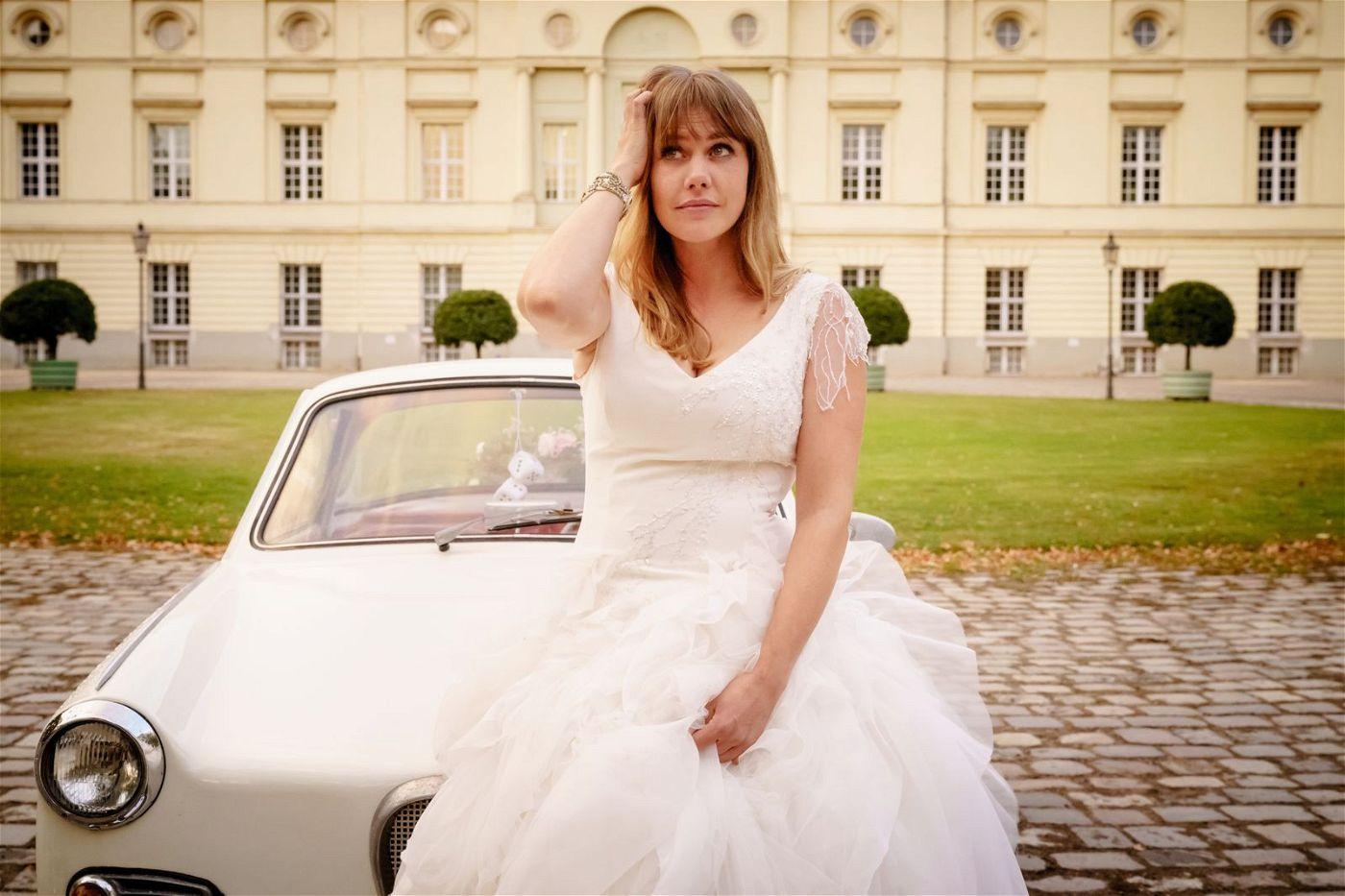 Lolle (Felicitas Woll) ist sich unsicher: Wen soll sie denn nun heiraten?