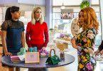 Mia (Tiffany Haddish, links) und Mel (Rose Byrne) wollen ihr Business retten. Claire (Salma Hayek, rechts) soll ihnen dabei helfen.