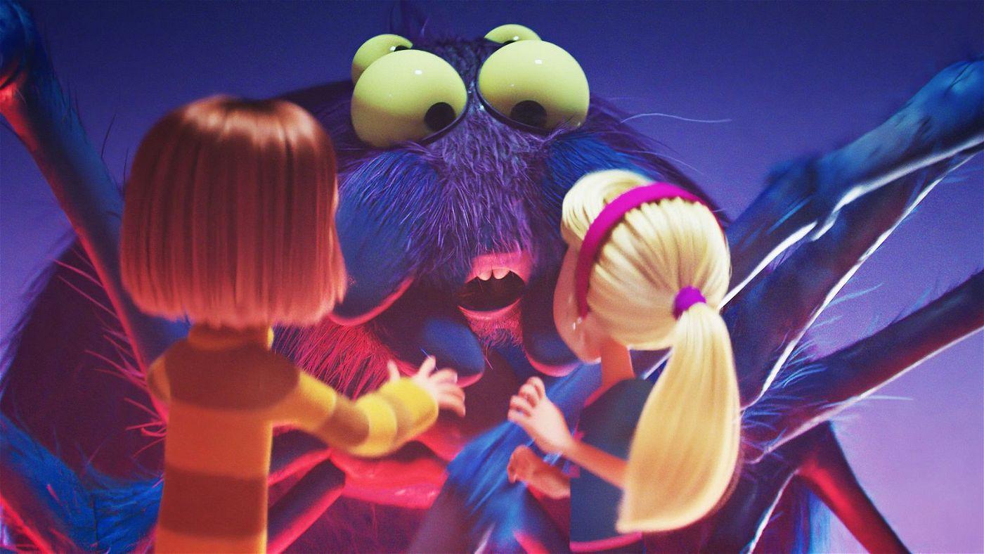In der Unterwelt müssen Mina (links) und Jenny vor einer riesigen Spinne fliehen.