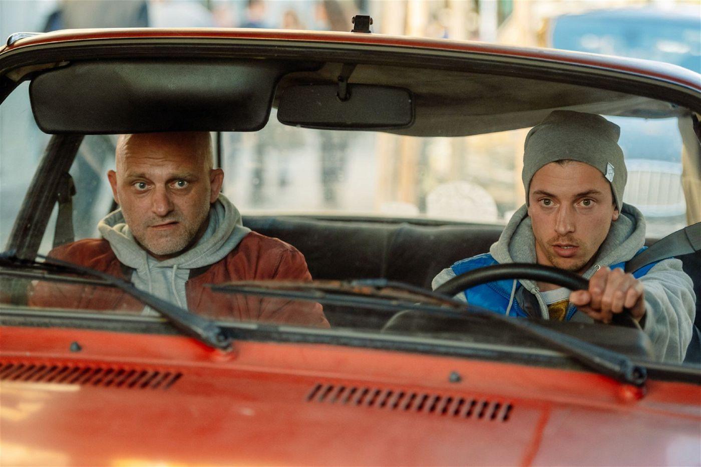 Sein Freund Psycho (Jan Cina, rechts) muss Vandam (Hynek Cermak) auf seinem Kreuzzug begleiten.