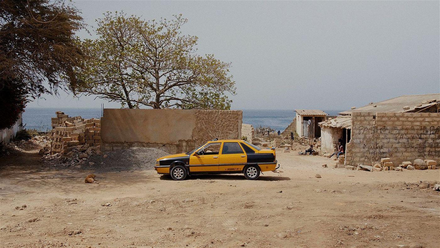 In Dakar verdingt sich Mamadou als Taxifahrer.