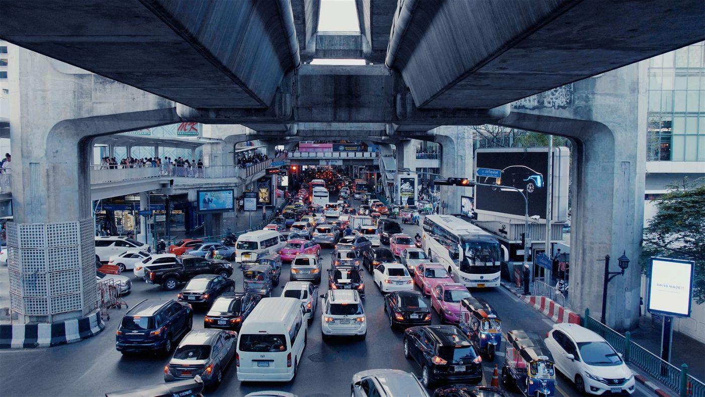 In Bangkok staut sich der Verkehr.