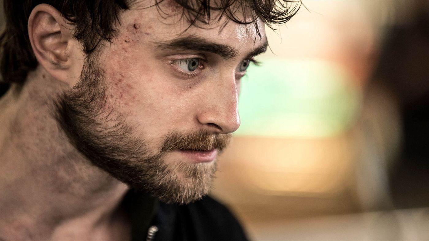 Daniel Radcliffe speilt den erfolglosen Videospielentwickler Miles und damit ein weiteres Mal gegen seine Vergangenheit an.