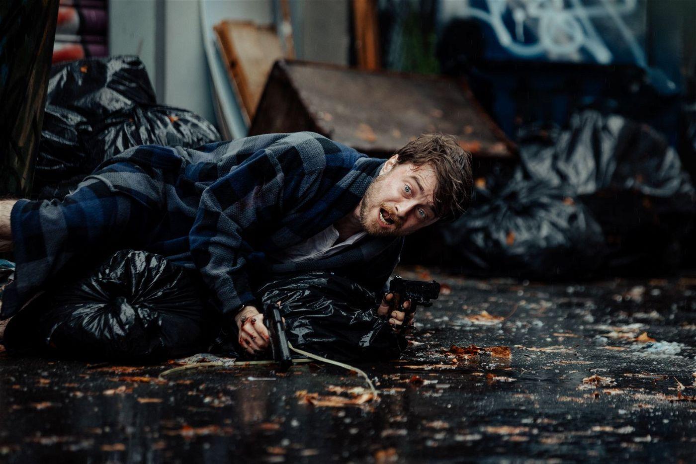 Miles' (Daniel Radcliffe) erste Reaktion auf einen Angriff: wegrennen und sich verstecken!