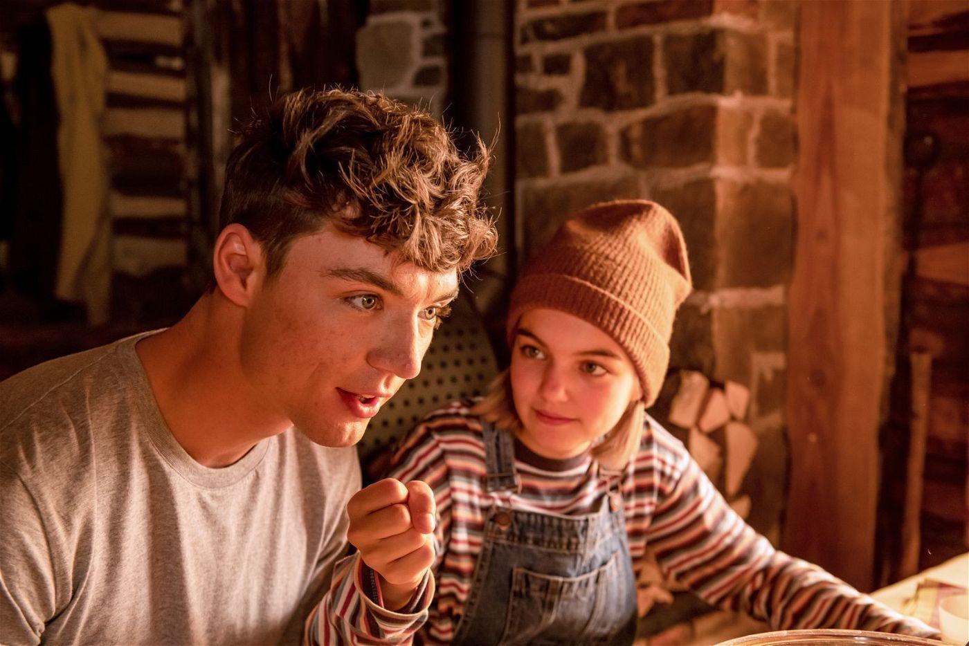 Ist es nun Danny oder ist es Ludwig? Dannys Pflegeschwester Lilly (Luna Marie Maxeiner) schöpft Verdacht.