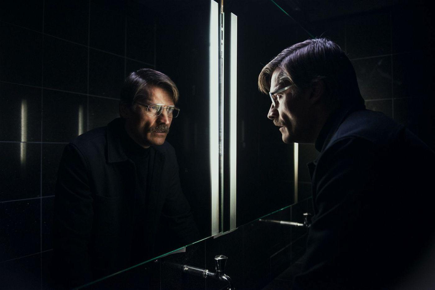 Max (Nikolaj Coster-Waldau) macht im Hotel eine erschreckende Entdeckung.