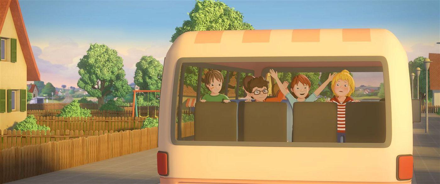 Conni und ihre Freunde auf dem Weg zu ihrer ersten Reise ohne Eltern.